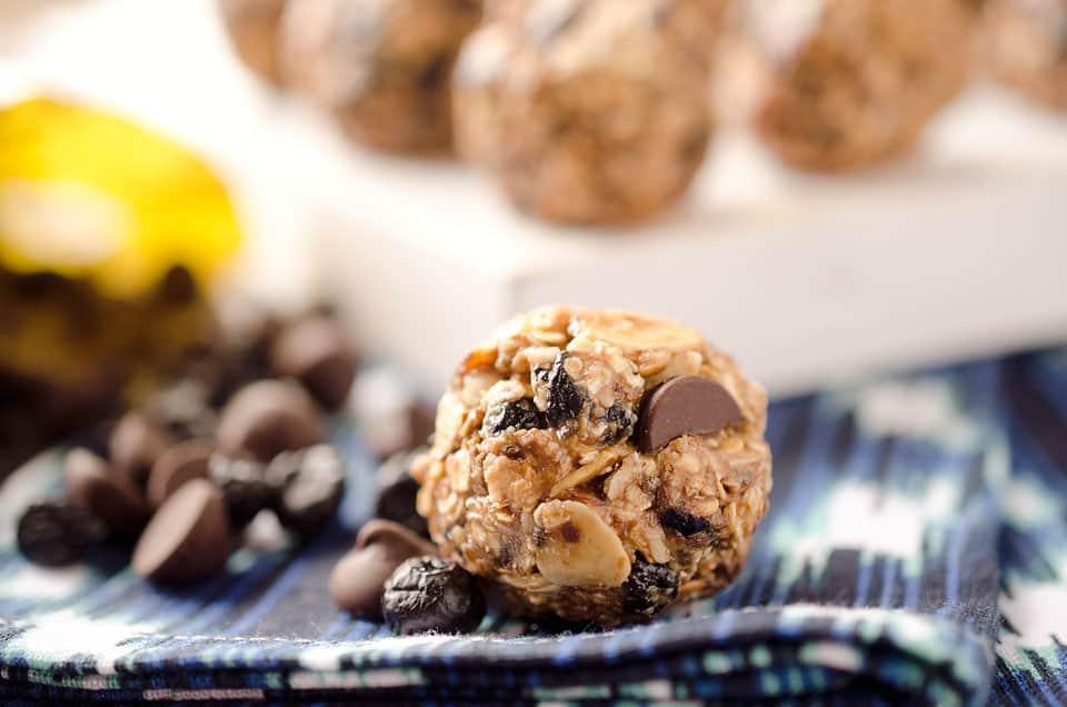 Dark Chocolate & Blueberry Energy Bites - Krafted Koch