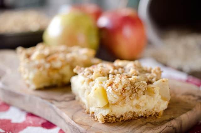 Apple Cheesecake Crumble Bars