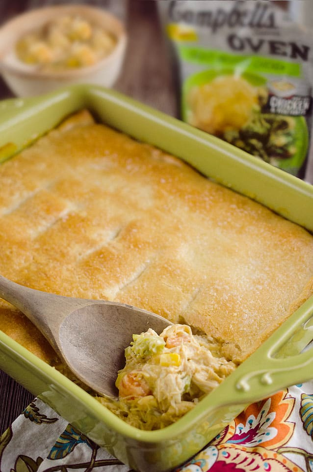 Cheesy Chicken Pot Pie Casserole is a quick and easy 20 minute weeknight dinner idea with only 5 ingredients! Creamy chicken and vegetables with Campbell's Cheesy Broccoli Chicken Oven Sauce are topped with a flaky crescent crust for a delicious recipe the whole family will love! #Chicken #PotPie #EasyDinner