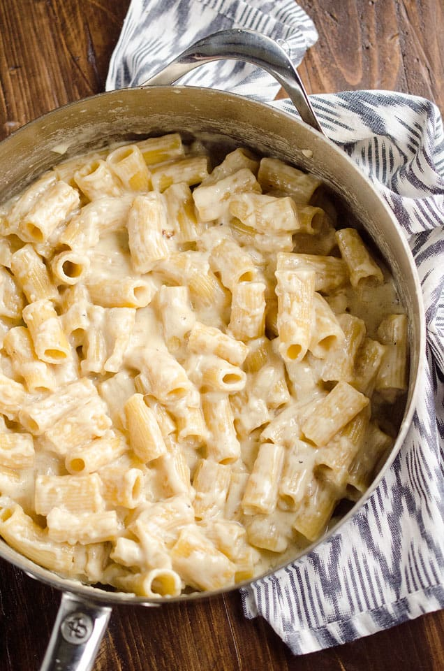 One Pot Homemade Alfredo Rigatoni is an easy vegetarian dinner idea with a rich Parmesan and cream sauce with tender rigatoni pasta for a comforting meal that tastes amazing! #OnePot #Pasta #Alfredo