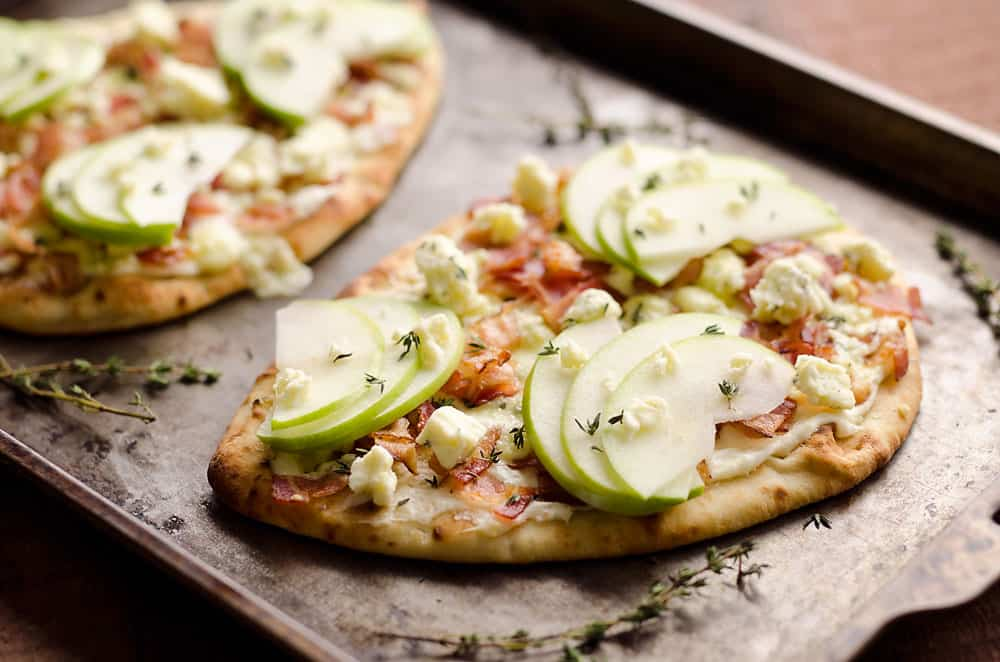 Bacon, Bleu Cheese & Apple Flatbread is an easy 15 minute dinner with an amazing flavor combo for a delicious dinner idea that will impress!