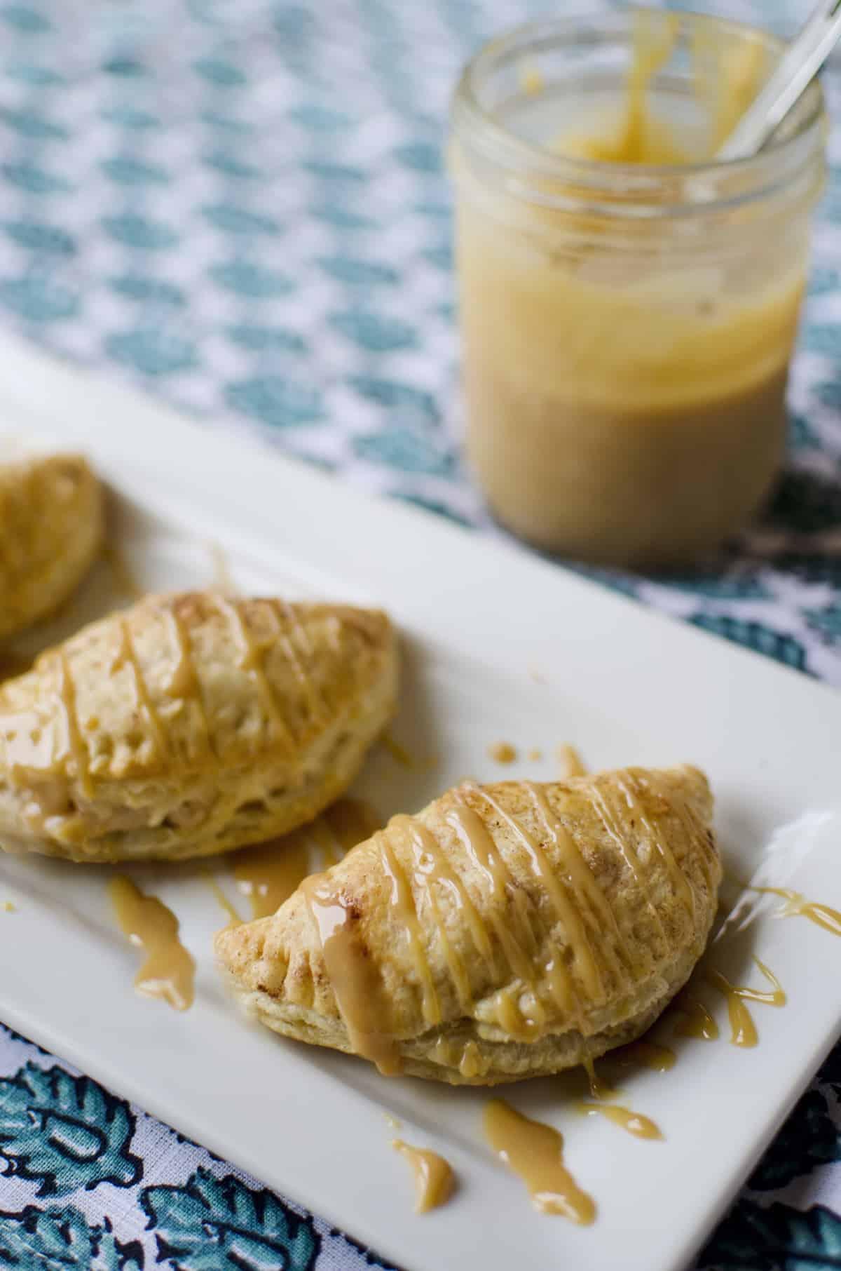 apple-_-cream-cheese-puffs-with-a-dulce-de-leche-drizzle-1