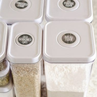 Kitchen Pantry Organization+ Free Printable Labels are the perfect way to bring some cleanliness and order to your home! These easy to print labels can be used with baskets, containers, shelves or anything else that needs some organizing.