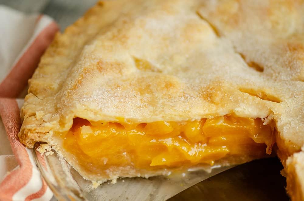 center of peach pie in pie pan